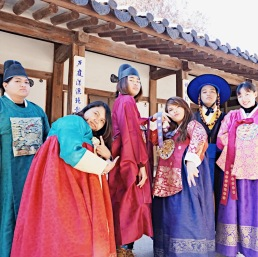 Photo taken at Unhyeongung Palace.